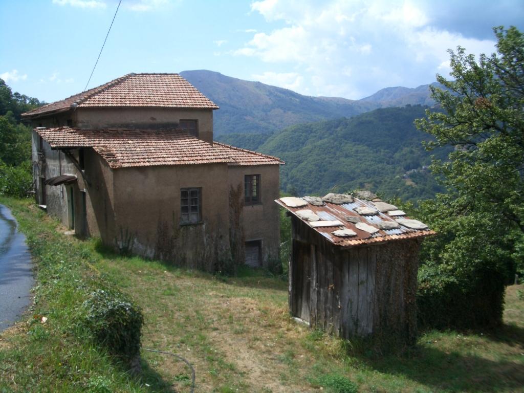 Rustica met 12 hectare land en ver zeezicht huizen for Verkoop huizen